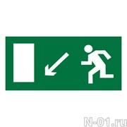 """Эвакуационный знак E08 """"Направление к эвакуационному выходу налево вниз"""""""