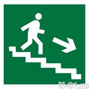 """Эвакуационный знак E13 """"Направление к эвакуационному выходу по лестнице вниз"""""""