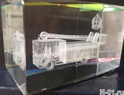 Пожарный автомобиль. Гравировка 3D в стекле. Гонконг