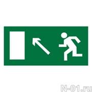 """Эвакуационный знак E06 """"Направление к эвакуационному выходу налево вверх"""""""